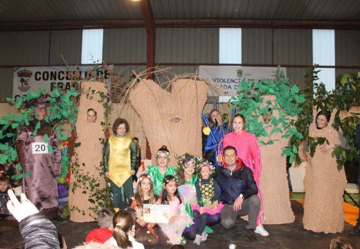 """Dous grupos locais, """"O bosque encantado"""" e """"Discovery Frades"""", gañan o Concurso de Disfraces do Concello de Frades"""