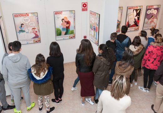 """O alumnado da ESO de San Sadurniño visita a exposición """"Á violencia de xénero…dille NON!"""""""