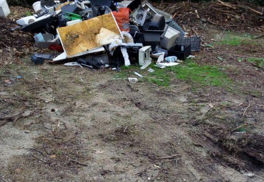 O Concello de Lousame fai un chamamento á colaboración veciñal para acabar cos vertedoiros incontrolados de lixo