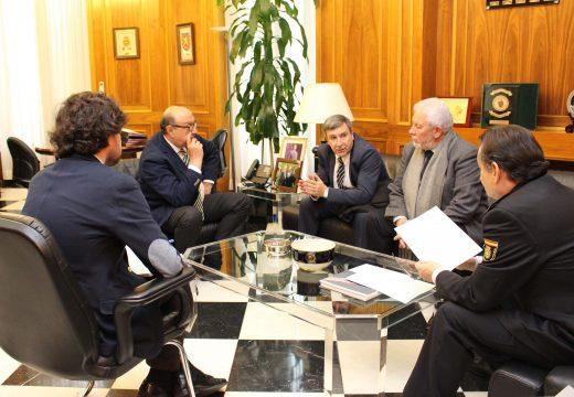 O alcalde de Riveira reúnese co director xeral da Policía co fin de abordar a construción da nova comisaría