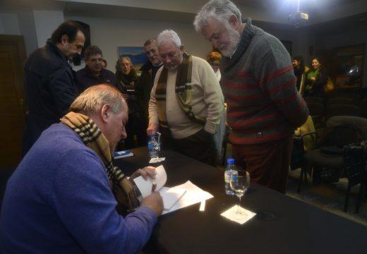 """Gran asistencia na presentación de """"Versos Diversos"""", primeiro poemario de Ignacio Lens"""