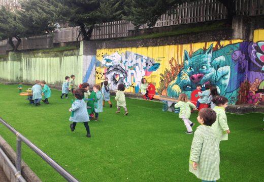 O Concello reforma a zona de xogo infantil do Colexio López Ferreiro