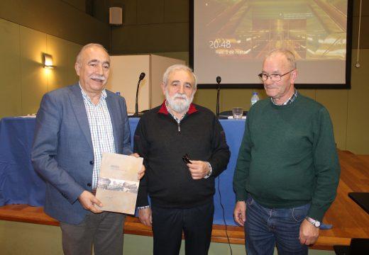 """O Concello de Brión reparte entre todas as vivendas do municipio un exemplar do libro """"Brión: historia, economía, cultura, arte"""""""