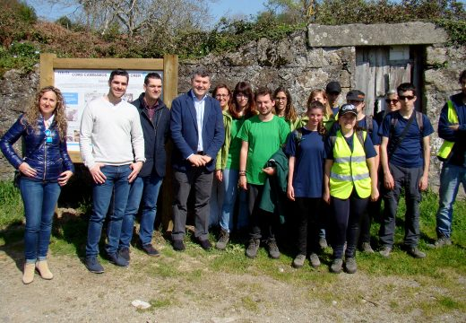 """O Obradoiro de Emprego """"Senda da Natureza"""" amplía as expectativas laborais de 20 mozos que están a recuperar unha senda circular na contorna de Ferrol"""