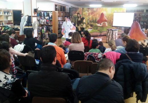 Cheo total no espectáculo infantil a prol da dinamización do uso da lingua galega do pasado sábado na Biblioteca de Riveira