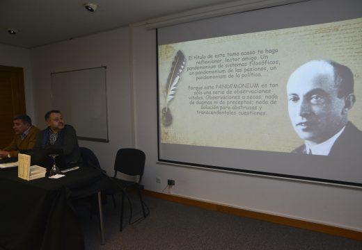 Riveira reivindicou o legado xornalístico e literario de Manuel Lustres Rivas durante a concorrida presentación de Pandemonium