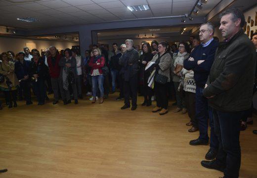 Multitudinaria inauguración en Riveira da exposición Libertas que pretende visualizar o dereito á liberdade de expresión