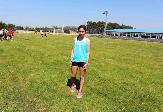 Enma Argibay, das EDM do Concello de Frades, campioa infantil dos 3.000 metros femininos nas Xornadas de Atletismo celebradas en Riveira