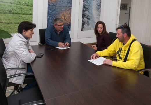 O Concello de San Sadurniño e a asociación Cometa asinan un convenio para atender os cans abandonados