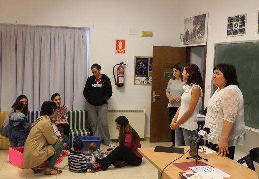 """Nove familias de Lousame participan na primeira edición dos """"Espazos de Familia"""", un programa de formación sobre a primeira infancia"""