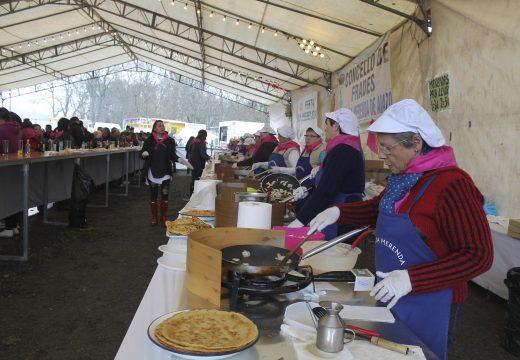 A XII Festa da Merenda de Aiazo (Frades) repartirá de balde un milleiro de tortillas de masa este Domingo de Ramos
