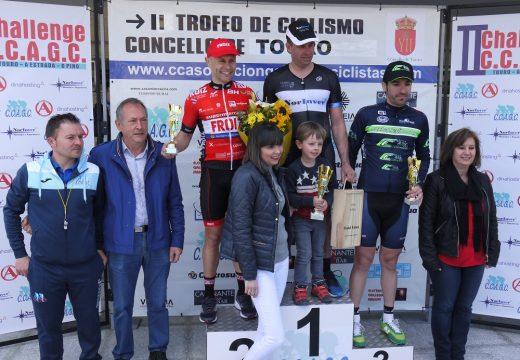 Rubén Fernández Oliveira, do equipo Norinver, gañador en Touro dun esixente 'II Trofeo de Ciclismo Camiño do Holandés' no que participaron 140 corredores de Galicia, Portugal e Asturias