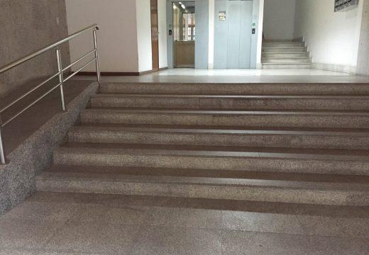 Aprobado o expediente de contratación para a eliminar barreiras arquitectónicas no acceso á Biblioteca e ao Lustres Rivas