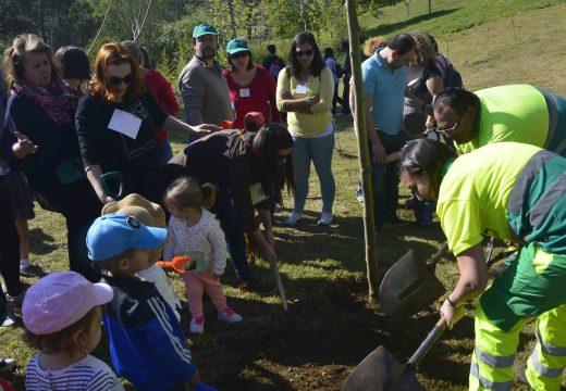 Soleado Día da Árbore no parque de San Roque no que participaron máis de 150 nenos