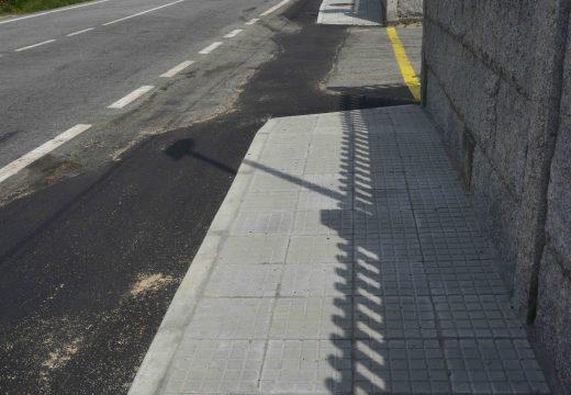 Conclúe a beirarrúa de 256 metros que mellora a seguridade viaria no entorno escolar do Instituto Leliadoura