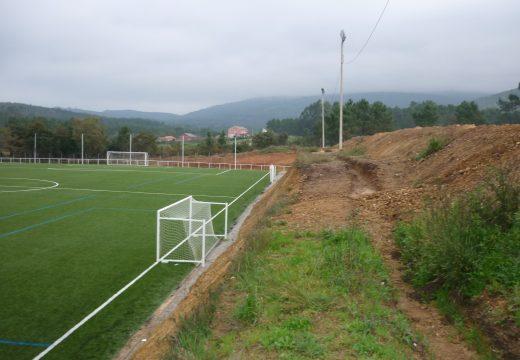 O concello emprenderá novas melloras no campo de fútbol da Trinidade en Oleiros