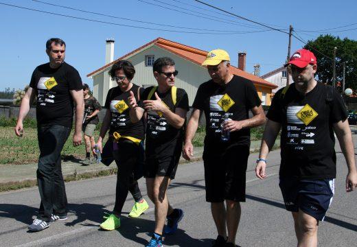 O alcalde e a concelleira de Deportes acompañan a Nikos Galis no Camiño Inglés