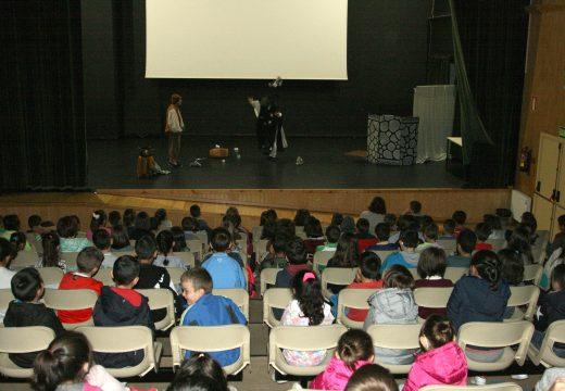 Teatro escolar para concienciar sobre a importancia da reciclaxe