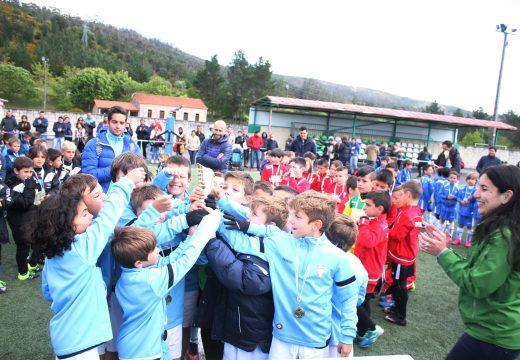 O Atlético Riveira gaña con autoridade o V Torneo Fútbol Base F8 Lousame prebenxamín