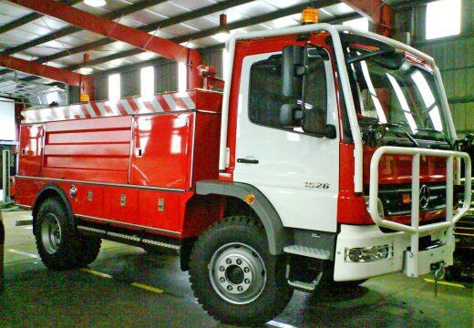 A Xunta cédelle ao GES de Mugardos unha motobomba forestal para substituir á que ardeu hai dez días nun incendio en Mandiá