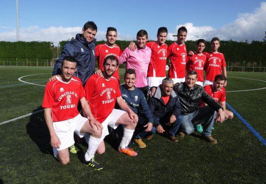 O presidente do Touro SD, Miguel Ángel Iglesias, deixa a presidencia do clube despois de sete anos e destaca o ascenso do equipo de modestos e a boa tempada dos demáis equipos