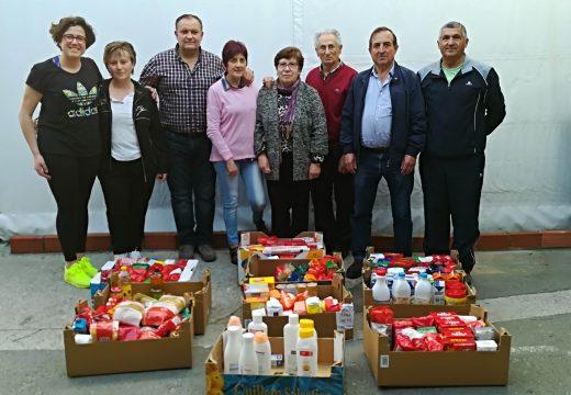 A Masterclass solidaria de zumba recada para Cáritas Ordes máis de 200 quilos de alimentos e 500 euros