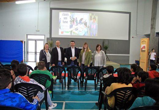 """O delegado da Xunta clausura en Melide o programa preventivo """"Clases sen fume"""", dirixido a escolares de entre 12 e 14 anos"""