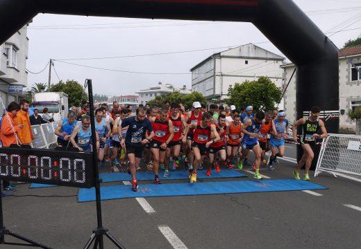 Santiago Brea, do Clube Atletismo Milladoiro, gaña a V Carreira Pedestre Popular Concello de Touro na que participaron máis de 200 corredores