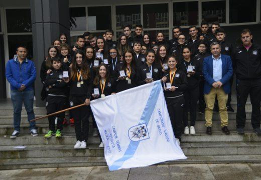 Recepción ao Club de Remo de Riveira polos logros nos certames nacional e galego