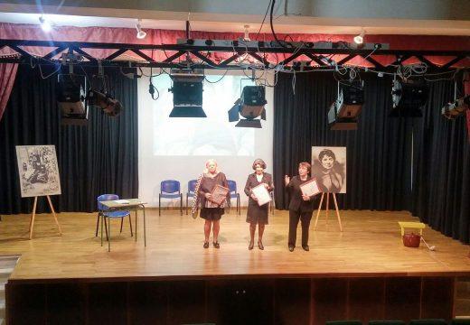 Tertulia Literaria Tapal de Noia ofreceu un recital de poemas de Rosalía en homenaxe a Carlos Casares á veciñanza de Lousame