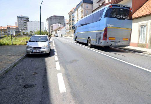 Formalizado o contrato para seguir renovando as beirarrúas e servizos da Avenida da Coruña en Riveira