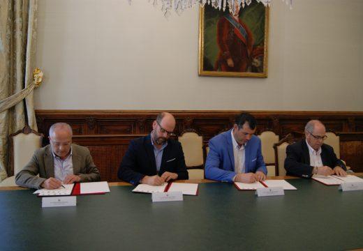 José Luís Martínez Sanjurjo asina o protocolo de colaboración para o desenvolvemento da Vía Verde Santiago-Cerceda