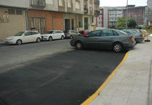 Unha actuación permitiu acondicionar 251 metros cadrados para aparcamento en batería na rúa Agustín Fernández Oujo