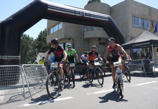 Un centenar de afeccionados ao ciclismo na natureza participaron hoxe na VIII Ruta Río Ulla en BTT de Touro