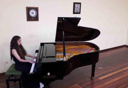 Recital de piano de Michelle pena tras dez anos de estudos no Conservatorio de Riveira