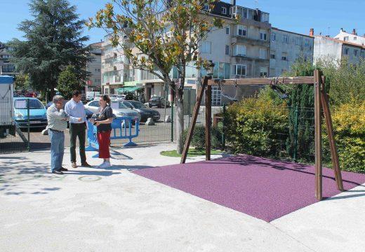 O Concello de Oroso investe case 15.000 € na mellora e ampliación dos xogos do parque infantil do Paseo do Carboeiro (Sigüeiro)