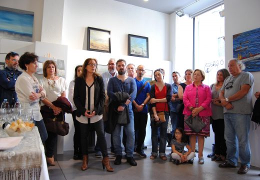 """Vintecatro artistas expoñen na exposición colectiva """"Riveira"""" na galería O Faiado"""