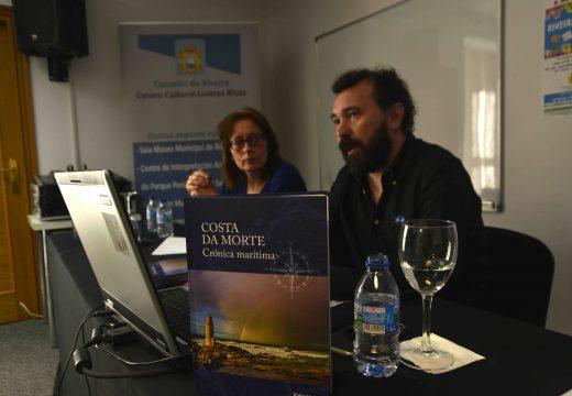 """Interesante presentación no Centro Lustres Rivas do libro de Rafael Lema Mouzo """"Costa da morte. Crónica marítima"""""""