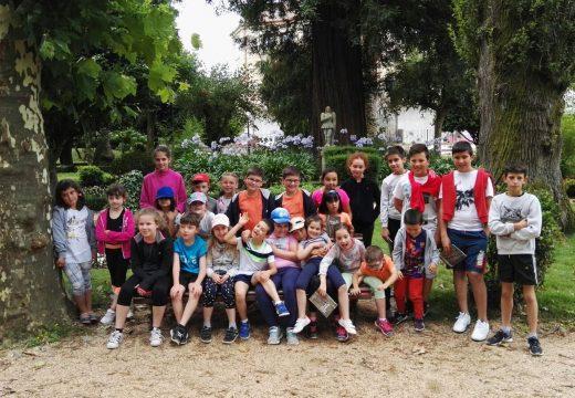 Un total de 53 rapaces e rapazas de Frades desfrutan dunha xornada de lecer no Galipark