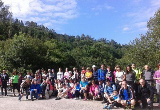80 sendeiristas dan un novo impulso ao programa 'Goza do Ulla' na ruta 'Unindo camiños polas sombras do Ulla' en Touro