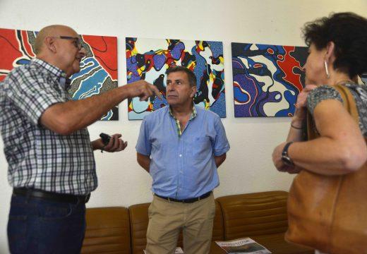 O artista Hugo Mario expón as súas pinturas na Casa do Concello de Riveira
