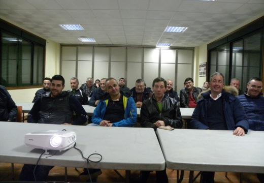 Vinte e seis empresarios e autónomos de Frades asisten á charla sobre as axudas Leader