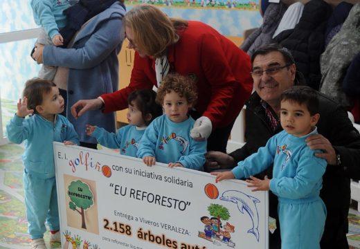 Medio Ambiente pon en valor a colaboración dos nenos da Escola Infantil O Golfiño nas accións para a repoblación das zonas afectadas polos lumes