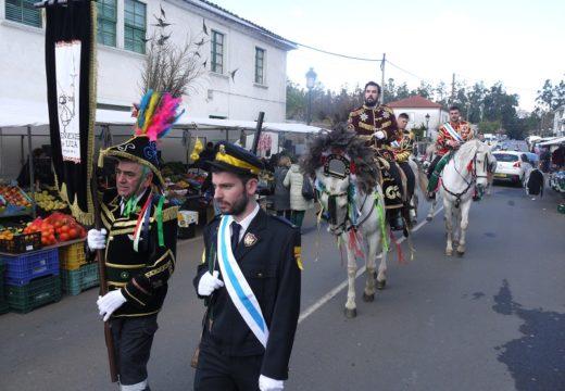 O desfile dos 'xenerais da Ulla' e dos personaxes do entroido chegan ás rúas Fonte Díaz pecha