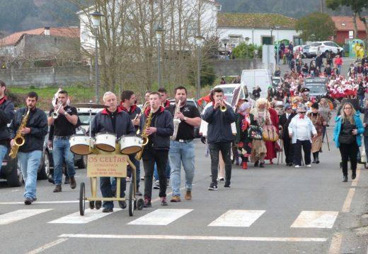 Máis de catrocentas persoas participaron no Concurso de Disfraces de Brión, que puxo o punto e final ao Entroido na comarca