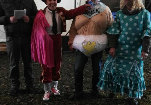A veciñanza de Restande (Trazo) celebra a tradicional Festa da Corrida do Galo