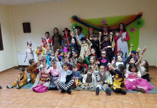 Corenta nenos e nenas participaron na Festa de Entroido do Concello de Frades