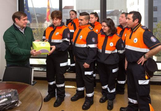 O Concello de Fene  entrégalle un desfibrilador á Agrupación de Protección Civil
