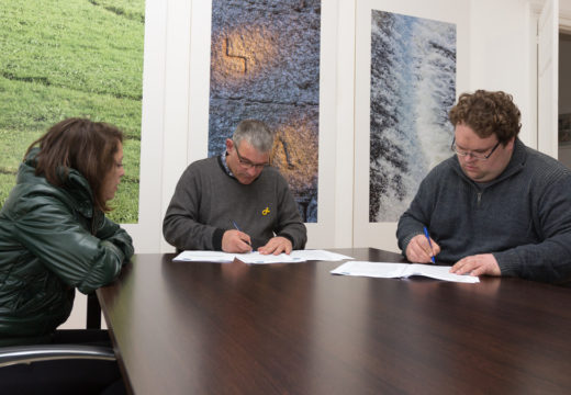 O Concello de San Sadurniño e o CV Aldebarán asinan o convenio anual para a promoción do volei no municipio