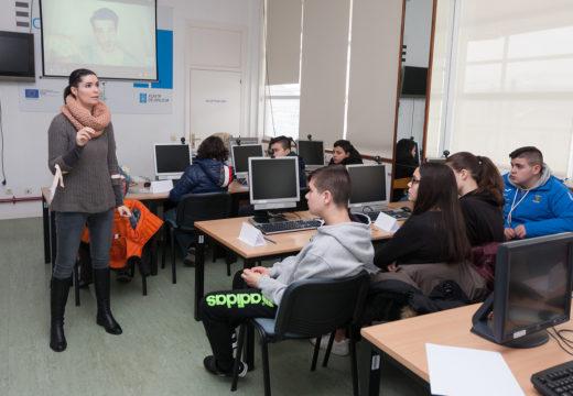 Dores Tembrás achégalle a poesía á rapazada do CPI de San Sadurniño